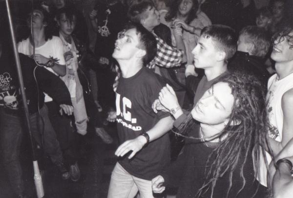 90-09-15 Ed+Hans+Leffe+Spatje crowd @ Scraps