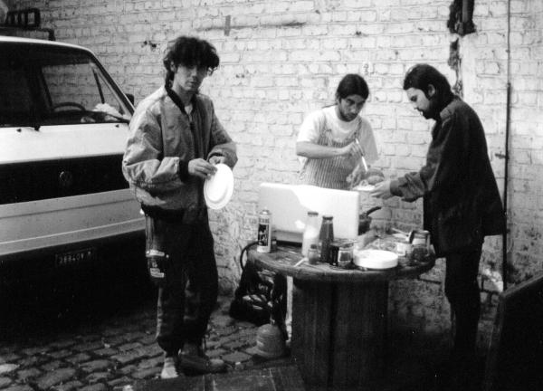 96-09 Mila - Luca - Gio yard cooking