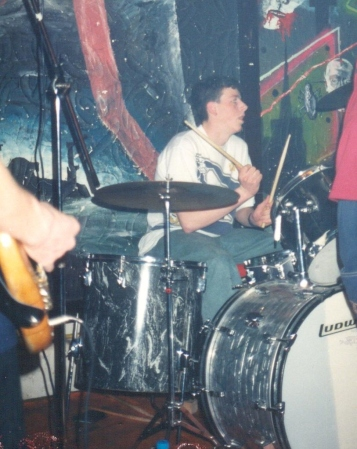 96-04-05 Resist The Pain - drum' (VV)