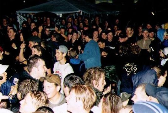 2000-08 crowd'