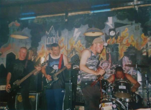 2000-08-17 Retaliate (Frederik Vanhee bass & Thomas Allegaert vox)