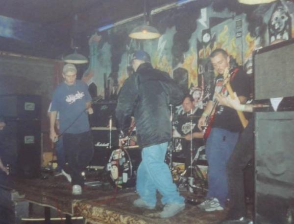 2000-08-17 Retaliate (Nick Rebry, Thomas Allegaert & Geoffrey Verhelle)