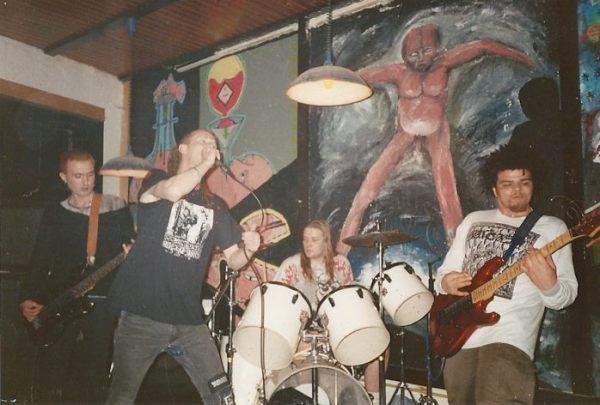 93-11-07-sarcasm-paul-bass-brillo-drum-ben-guitar-wim-dl